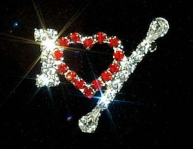 "Broche ""I love baton"" en strass."